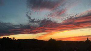 12.4.2017: Am letzten Tag in der reha hat Gott nochmal ganz tief in den Farbkasten gegriffen. Was für ein Sonnenuntergang. Ein wunderbares Bild. Am nächsten Tag ging es endlich nach Hause.
